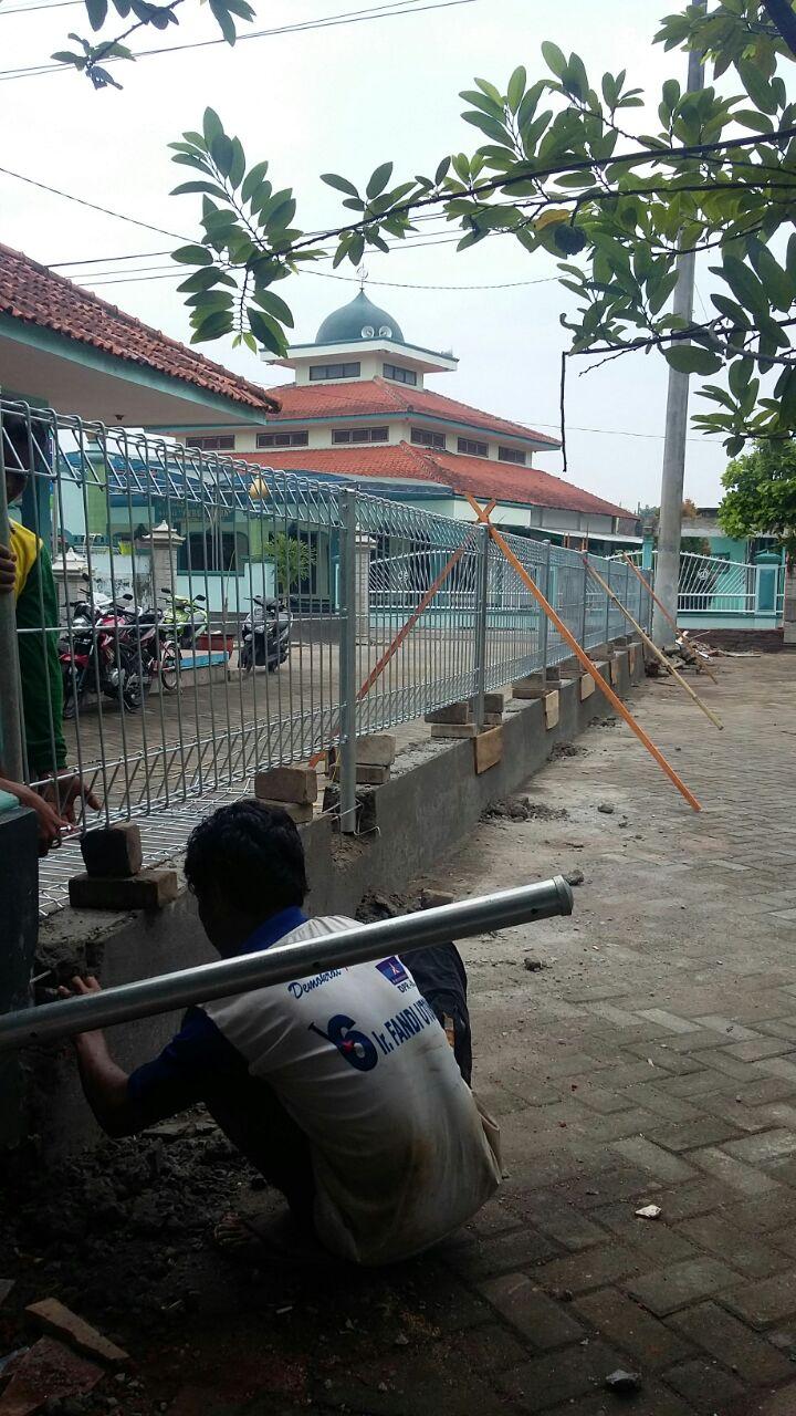 Pemasangan Pagar BRC di Masjid
